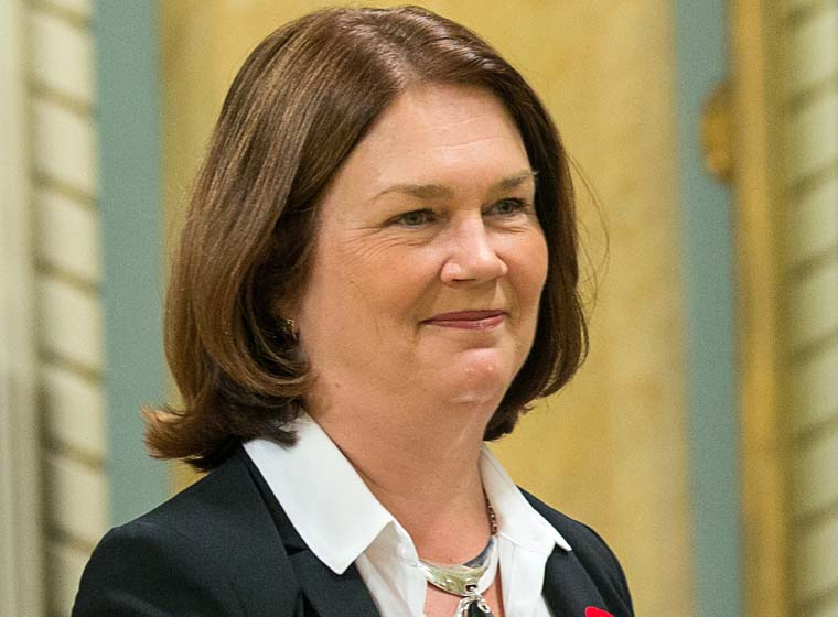 Minister Philpott congratulates youth delegates of annual